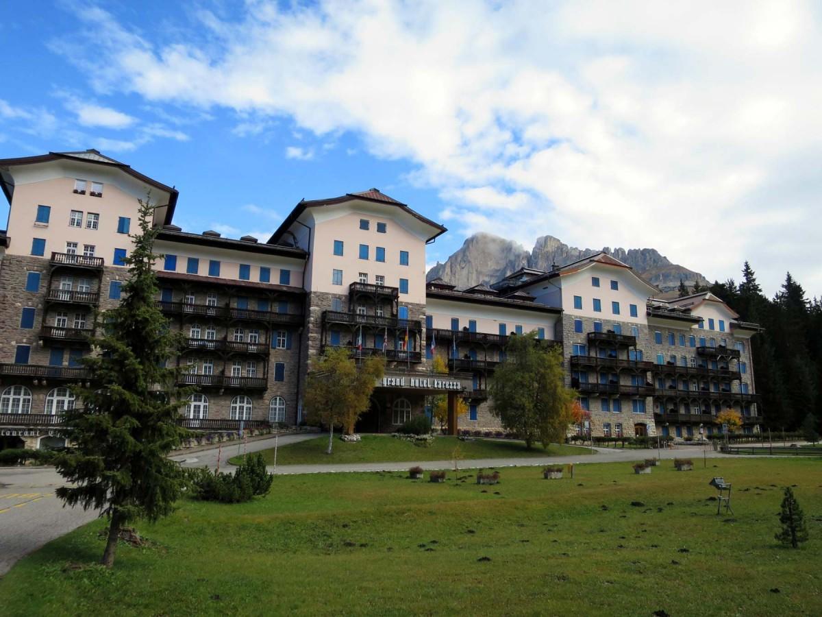 Raiffeisen-Wandertipp-Karersee-Agatha-Christie-Weg-Hotel-Karersee